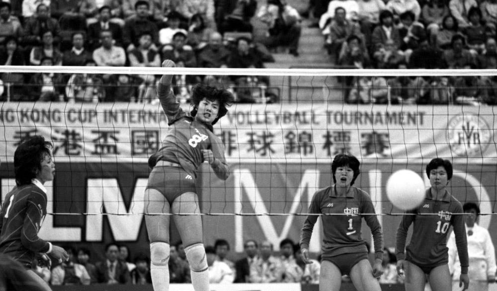 Jiang Ying (No. 8) in action while Lang Ping (No.1) looks on during the Hong Kong Cup International Volleyball Tournament vs Japan, March 31, 1985. Chan Yuen-man/South China Morning Post via People Visual