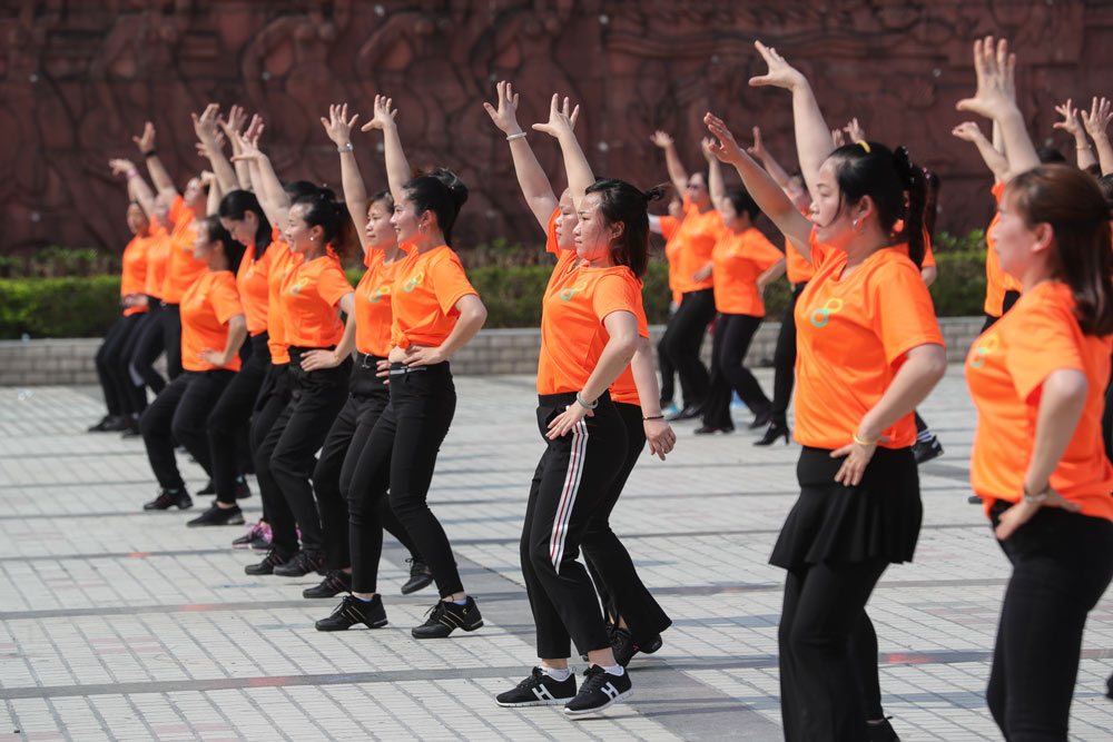 Dancers pose during a performance in Shenzhen, Guangdong province, April 1, 2016. Huang Zhi/People Visual
