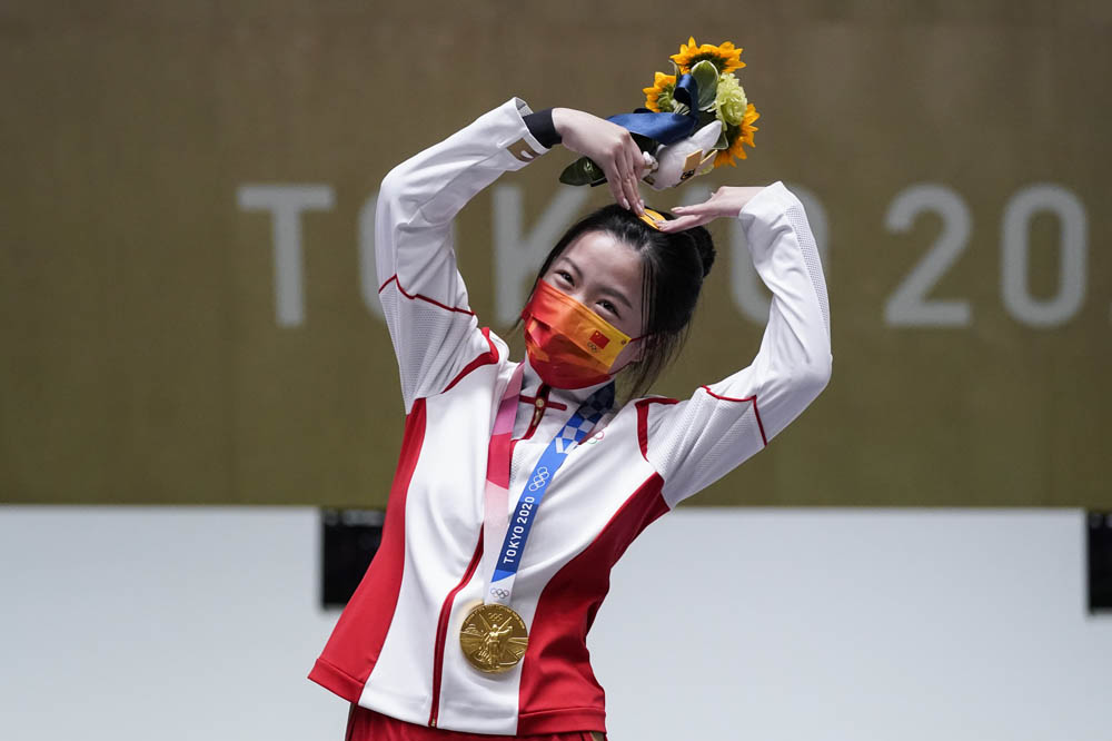 Yang Qian reacts after winning the gold medal in the women's 10-meter air rifle event, July 24, 2021. Alex Brandon/IC