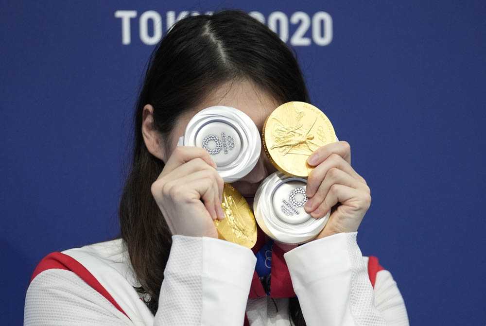 Swimmer Zhang Yufei shows off her medals from the 2020 Summer Olympics, Aug. 1, 2021. Du Yang/CNS/IC