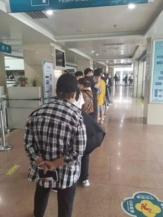 Patients line up at a hospital. Courtesy of Lu
