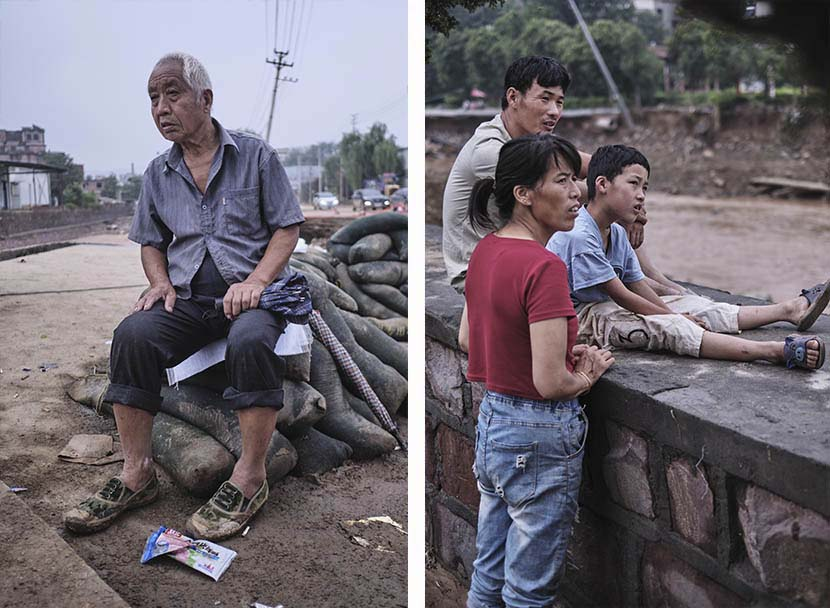 Villagers wait for a damaged road to be mended at Gaomiao Village in Mihe Town, Henan province, July 23, 2021. Wu Huiyuan/Sixth Tone