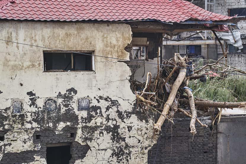 A damaged house in Mihe Town, Henan province, July 23, 2021. Wu Huiyuan/Sixth Tone
