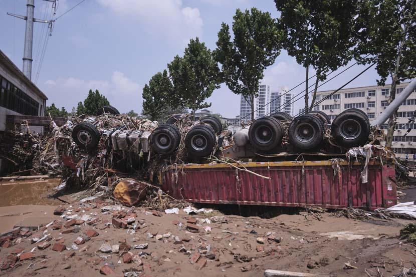 A damaged truck in Mihe Town, Henan province, July 24, 2021. Wu Huiyuan/Sixth Tone