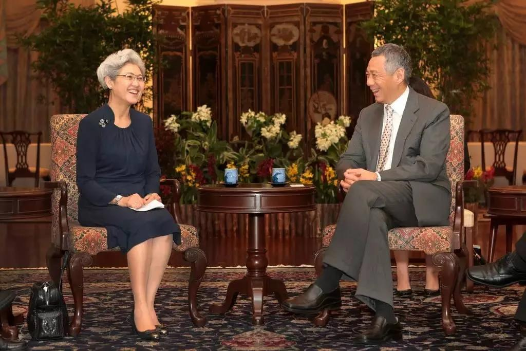 Fu Ying attends a meeting with the Prime Minister of Singapore, Lee Hsien Loong, May 31, 2014. From 外滩TheBund on WeChat