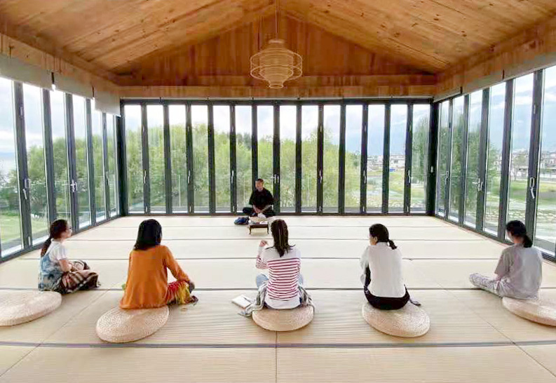 Young people take a meditation class in Dali, Yunnan province, 2021. Courtesy of Dali Qiwan Mindfulness Center