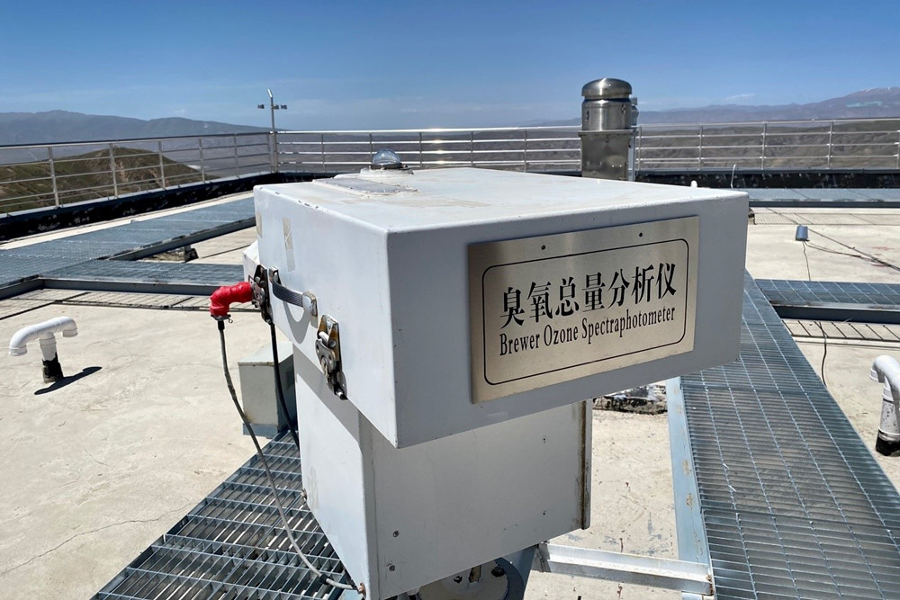A Brewer Ozone Spectrophotometer at the observatory, 2021. Diao Fanchao for Sixth Tone