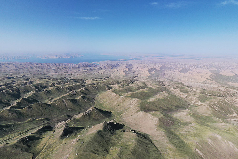An aerial view of the area around Mt. Waliguan, Qinghai province, 2021. Shi Hanwei for Sixth Tone