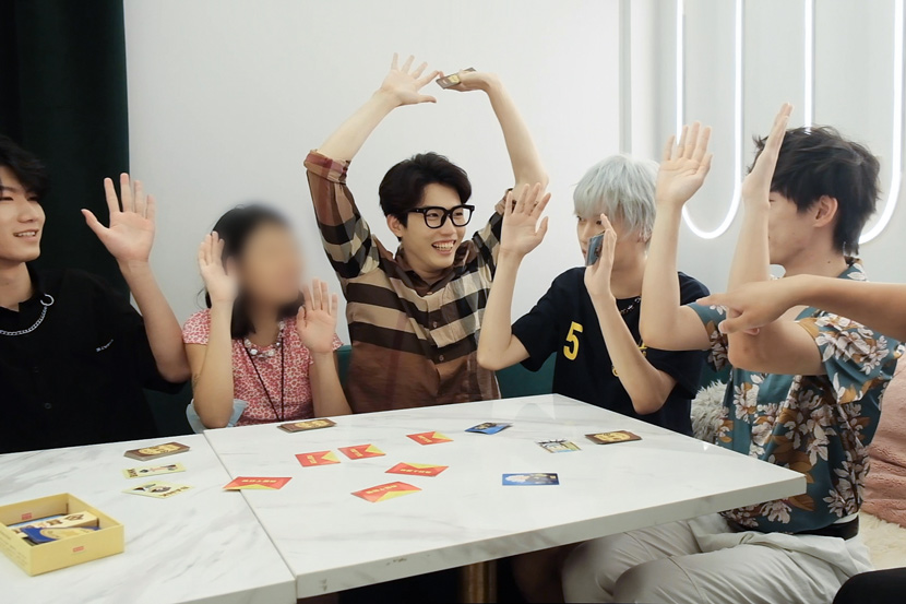 Butlers play games with a customer at The Promised Land, Shanghai, August 2021. Xie Anran/Sixth Tone