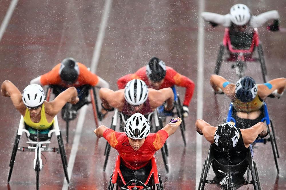 Zhou Zhaoqian (center) leads the field in the women's T54 1500-meter final in Tokyo, Japan, Aug. 31, 2021. Pavel Bednyakov/Sputnik via People Visual