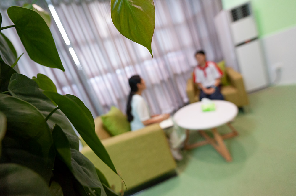 A counselor talks to a student in Nanping, Fujian province, June 2020. People Visual