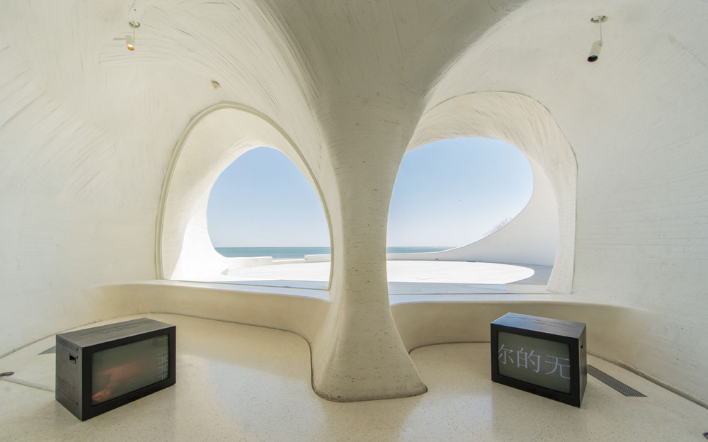 An interior view of UCCA Dune in Aranya, Hebei province, 2020. From @UCCA尤伦斯当代艺术中心 on Weibo