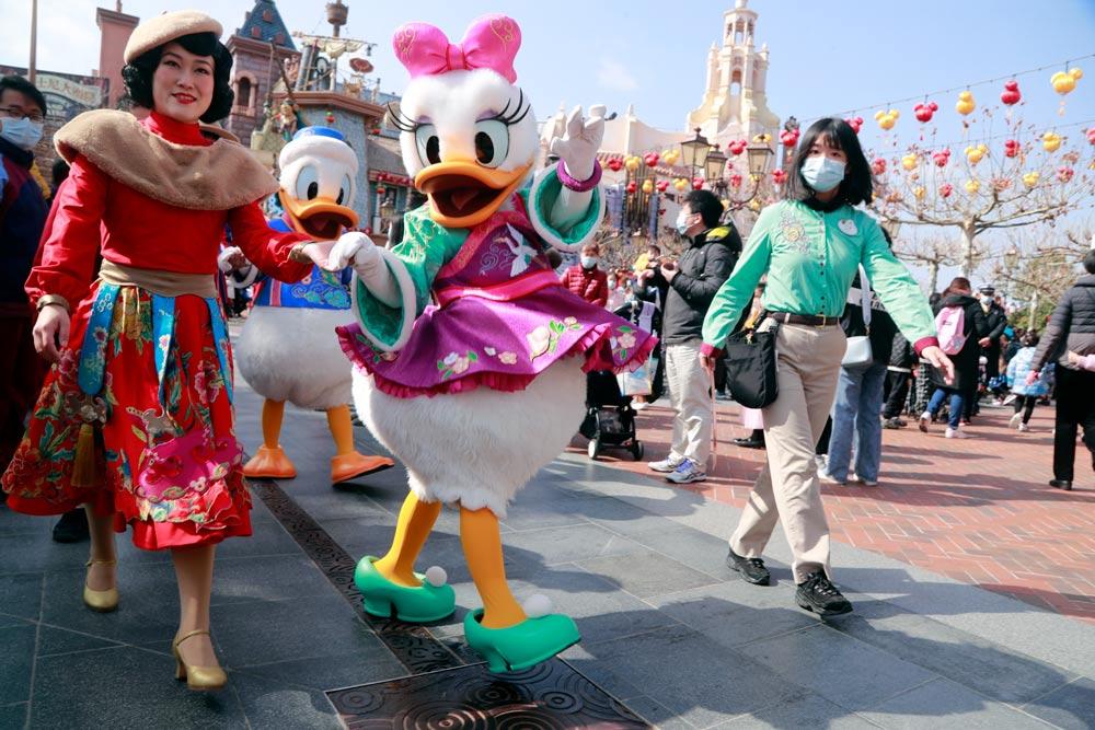Daisy Duck and Donald Duck during a parade at Shanghai Disney Resort, Feb. 2, 2021. Tang Yanjun/CNS/People Visual