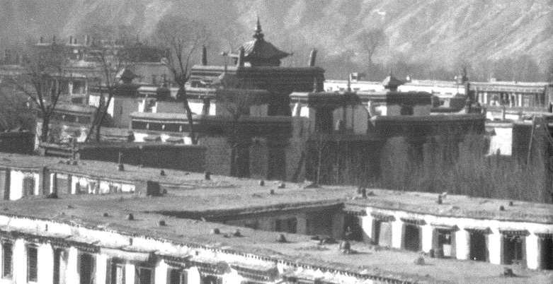 An exterior view of Jebum-gang Lha-khang temple, taken by Hugh Richardson in the 1940s. Courtesy of Zhang Junyan