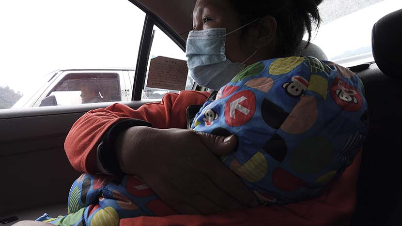 Jin Lifen and her daughter on their way to Lishui to see the doctor, in Zhejiang province, Jan. 23, 2021. He Kai/The Paper