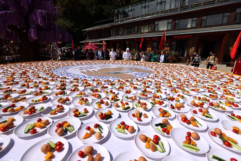Dishes on display to attract tourists in Luoyang, Henan province, Oct. 1, 2021. People Visual