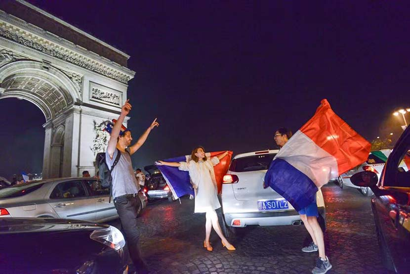 Ying Siyi (middle) and her boyfriend (right) hold French flags in front of the Arc de Triomphe in Paris, July 8, 2016. Courtesy of Ying Siyi