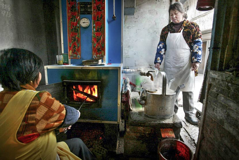A tiger stove inside a hot water store in Shanghai April 7, 2003. Ji Guoqiang/IC