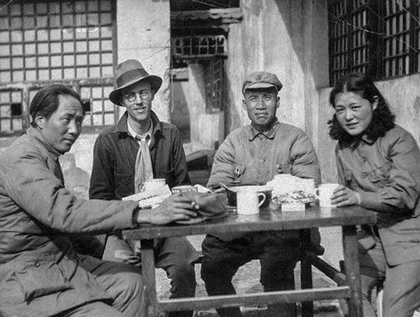 From left to right, Mao Zedong, American journalist Earl Leaf, Marshal Zhu De, and an interpreter in Yan'an, Shaanxi province, 1930s. From the WeChat account of the PLA Daily