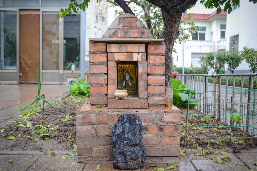 A lump of coal sits in front of a small shrine as an offering to the earth god in Zhaojiashan Village, Taiyuan, Shanxi province, Oct. 17, 2017. Fan Liya/Sixth Tone