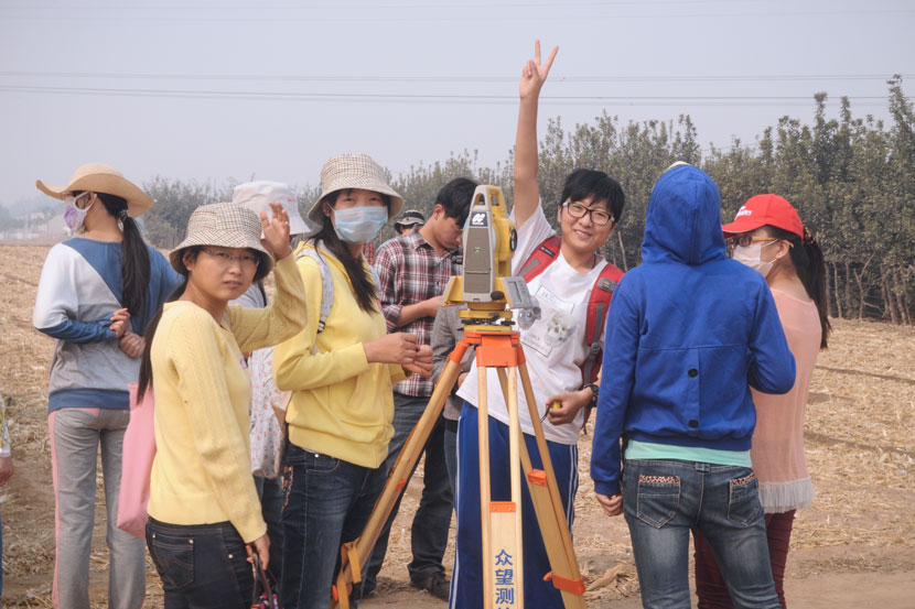 Li Ziyi (third from right) poses for a photo with her classmates at the excavation site in Xingyang, Henan province, Oct. 13, 2013. Courtesy of Li Ziyi