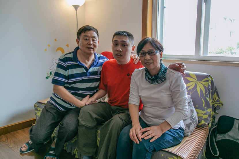Zhang Canhong (far right) poses for a photo with her family at home in Shanghai, Sept. 28, 2017. Wu Huiyuan/Sixth Tone