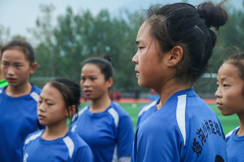 Chang Yirong (front) and her soccer teammates listen to instructions from their coach at Shaolin Tagou Wushu School in Dengfeng, Henan province, Oct. 18, 2017. Yin Yijun/Sixth Tone
