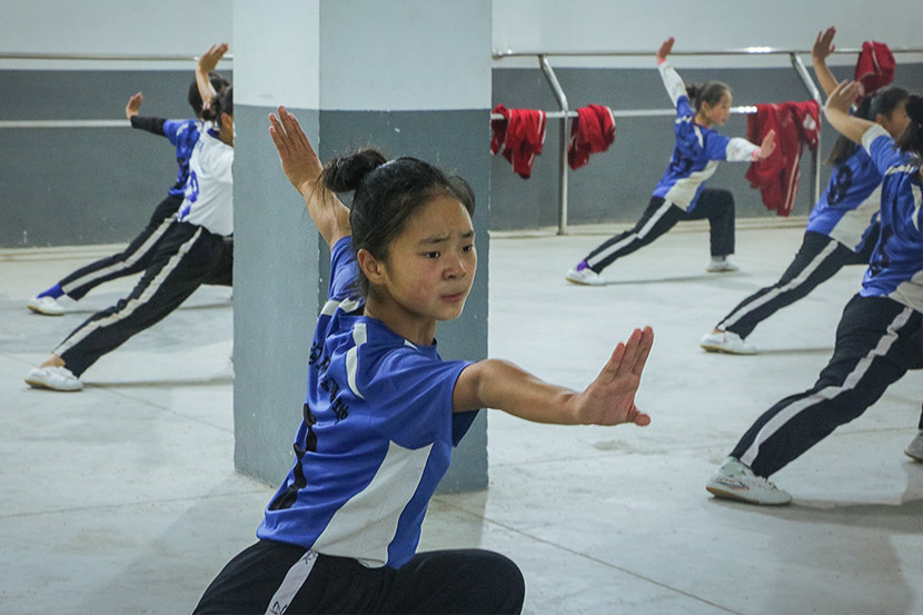 Chang Yirong, 14, participates in martial arts training at Shaolin Tagou Wushu School in Dengfeng, Henan province, Oct. 18, 2017. Yin Yijun/Sixth Tone
