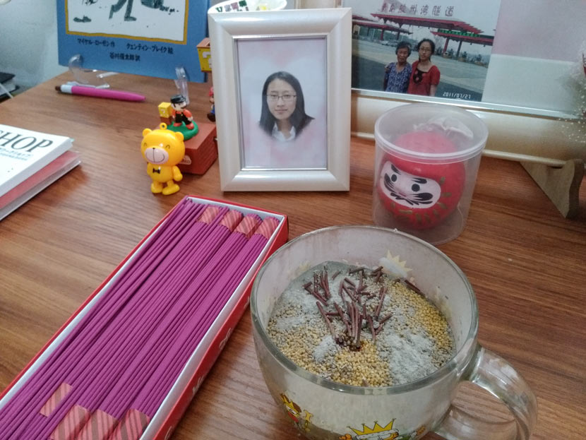 Jiang Qiulian's altar in memory of her daughter, Ge, at their home in Qingdao, Shandong province, Aug. 17, 2017. Zhang Xiaolian for Sixth Tone