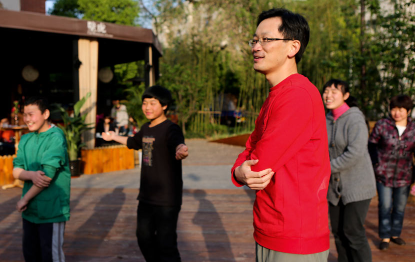 Zhang Yichao prepares for a rehearsal with members of a chorus organized by the NGO Jiuqian in Shanghai, April 21, 2013. Zhang Xinyan for Sixth Tone