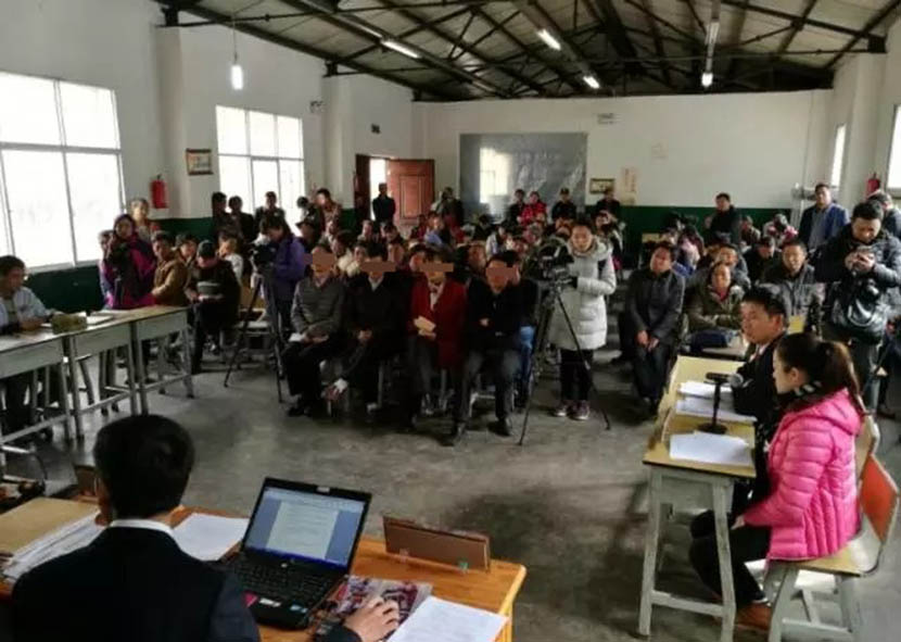 Parents of children who dropped out of school appear in court in Lanping Bai and Pumi Autonomous County, Yunnan province, November 2017. From the Yunnan Communist Youth League's Weibo account