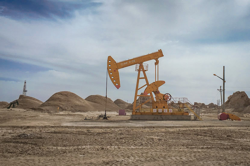 Oil drilling equipment in Da Qaidam, Qinghai province, Sept. 23, 2017. Jiang Chenyue for Sixth Tone