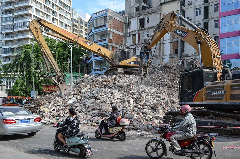 A demolition site near the coast of Sanya Bay, Sanya, Hainan province, Dec. 5, 2017. Fan Liya/Sixth Tone