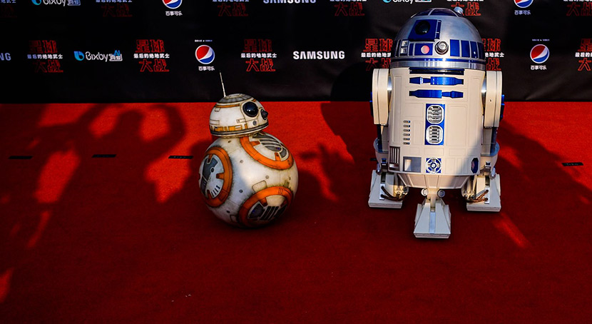 Star Wars droids BB-8 (left) and R2-D2 'pose' on the red carpet for the Chinese premiere of 'The Last Jedi' at Shanghai Disney Resort, Dec. 20, 2017. Chandan Khanna/Reuters/VCG