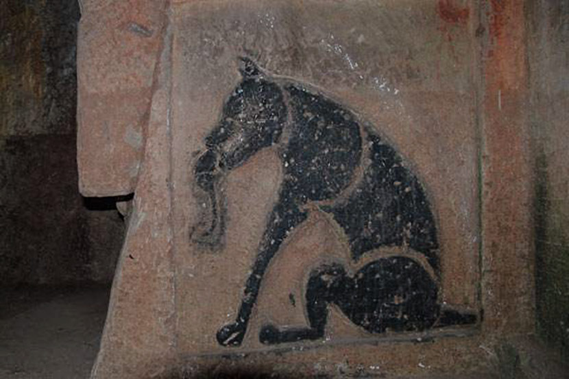 A image of a rodent-trapping dog exists in rock paintings adorning the Han-era cliff tombs of Qijiang, Sichuan province. Courtesy of Dai Wangyun