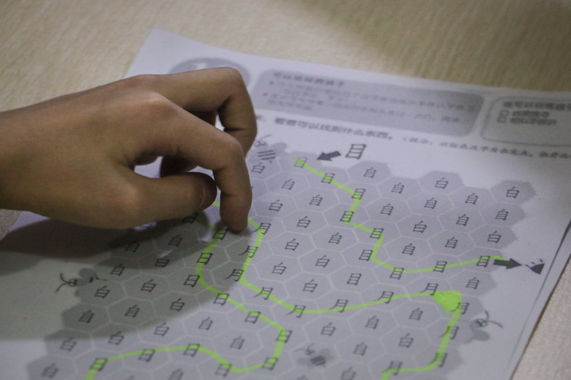 A student highlights matching Chinese characters on a worksheet at Weining Dyslexia Education Center in Shenzhen, Guangdong province, Jan. 30, 2018. Cai Yiwen/Sixth Tone