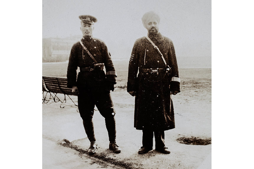 A Chinese and a Sikh officer from the SMP pose for a photo in Shanghai, 1930. Courtesy of the Billie Love Historical Collection
