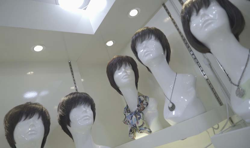 Most of the wigs sold at Qin Kang's wig shop are short hairstyles, Shanghai, Jan. 29, 2018. Wu Yue/Sixth Tone
