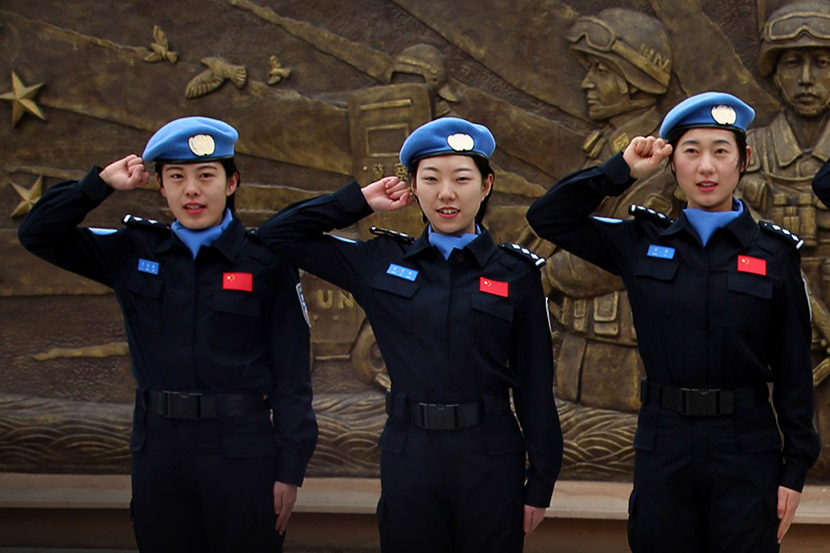 A photo provided by China's UN peacekeeping standby force shows Zhang Zixuan (center) taking an oath with her teammates in Dongying, Shandong province, Feb. 27, 2018.